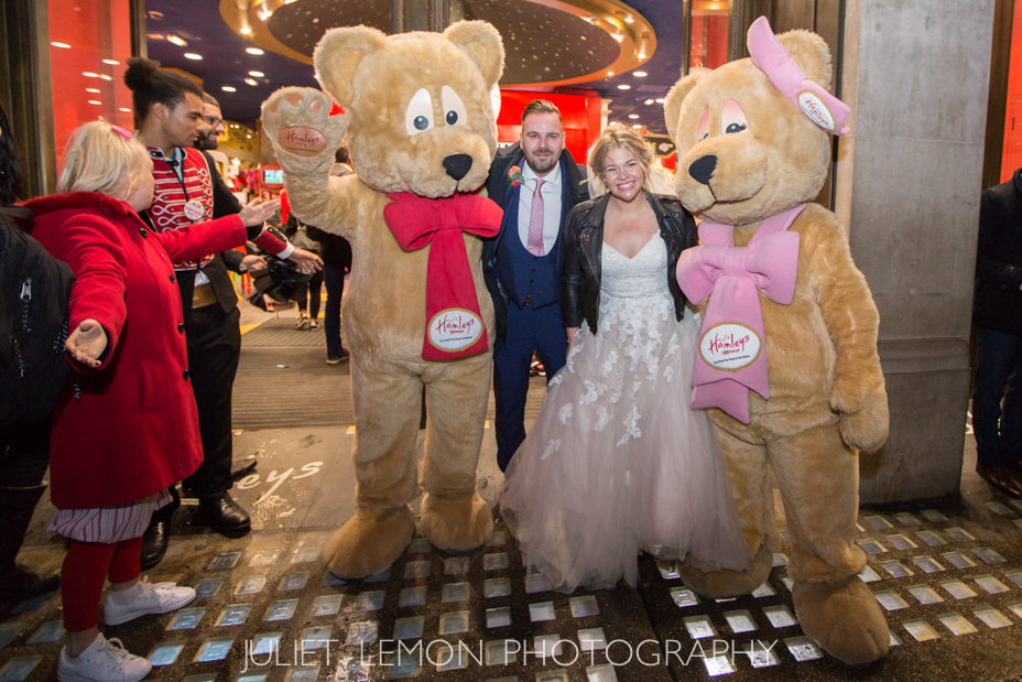 juliet lemon photography putney photographer hamleys london wedding AM_586_OS6A9168